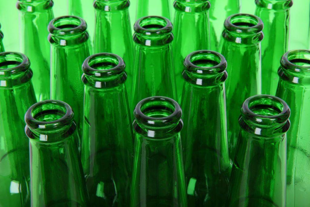 Bouteilles en verre de couleur verte.